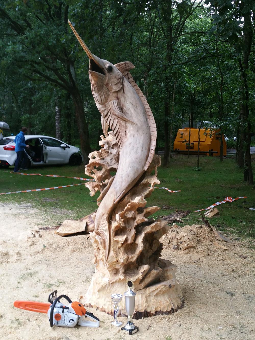 De imponerende marlijn waarmee Sander Boom overtuigend het NK Sculptuurzagen 2015 in de wacht wist te slepen.
